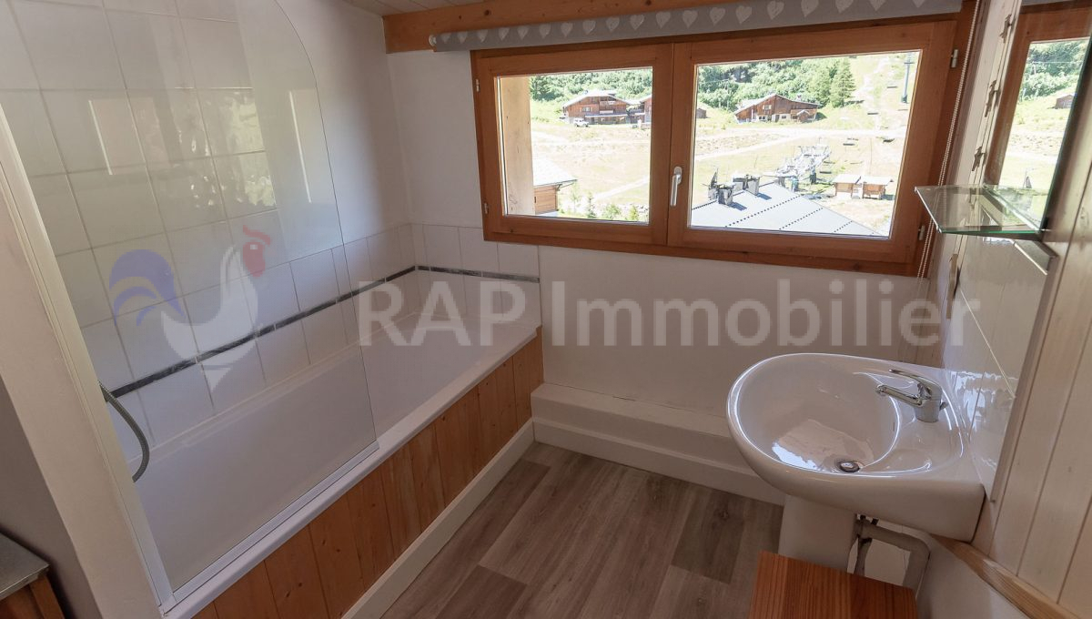 (6a) Bathroom and WC for bedroom 4-2