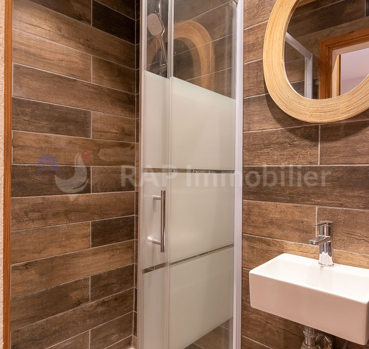 (2) Shower room with WC-2