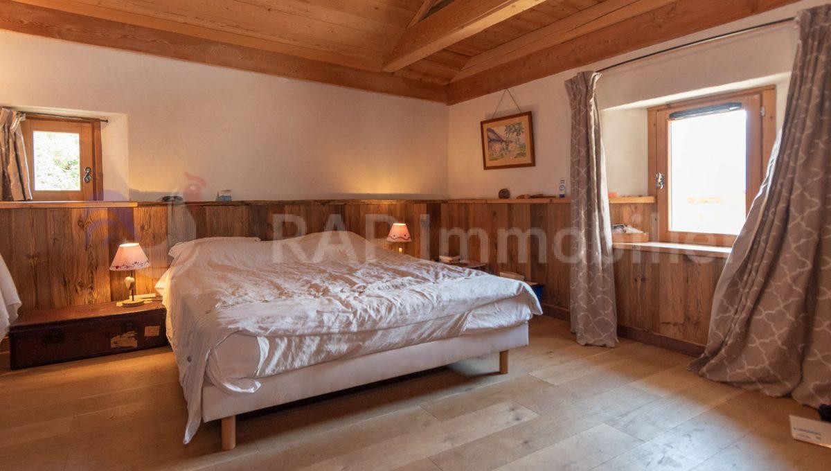 (3a) Master ensutie bedroom and mezzanine-2