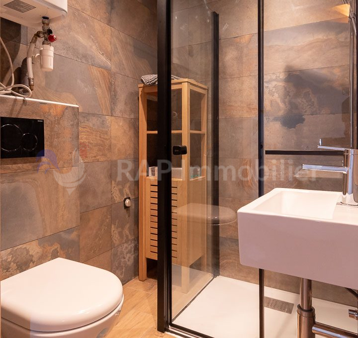 (4b) Shower room with WC-1