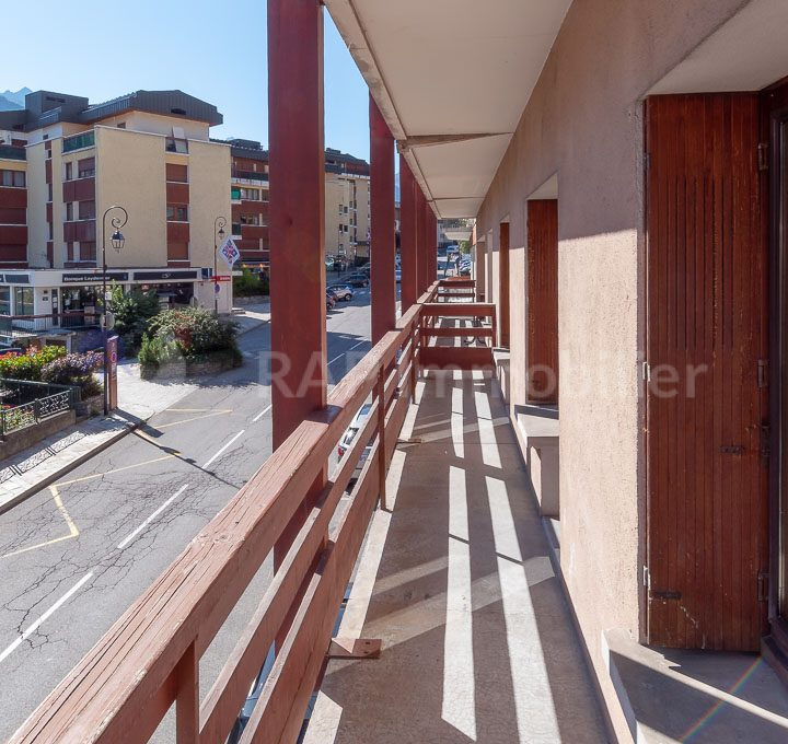 (1a) Balcony 1 and views-1