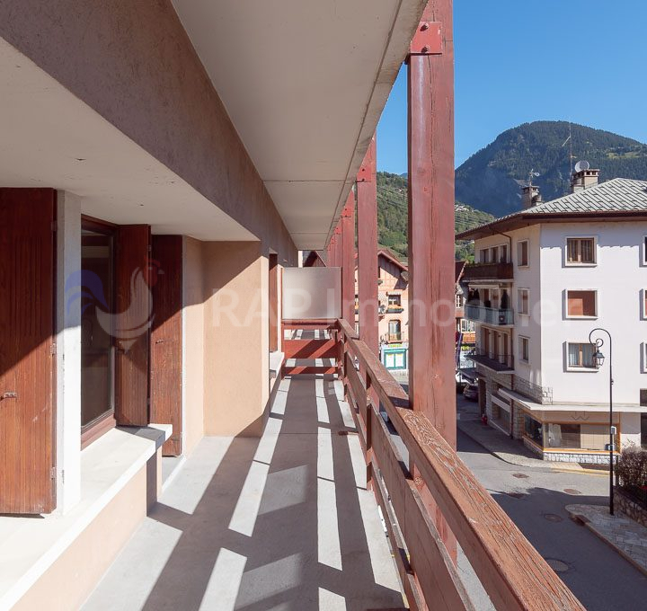 (1a) Balcony and views-2